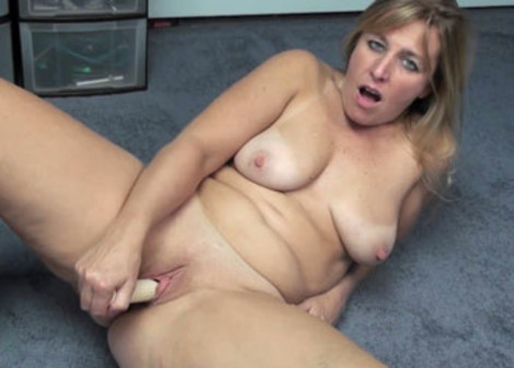 Busty Liisa's fucking her mature pussy